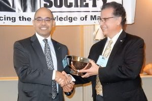 El-Dakhakhni (left) receives 2016 TMS Scalzi Award from Schultz
